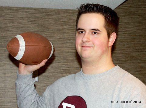Le footballeur Hudson Baribeau jouera avec l'équipe de football de l'Université Acadia, l'Axemen Acadia.