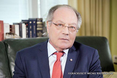 Me Michel Bastarache : « Il n'est pas question de créer de nouveaux droits pour les francophones, mais de souligner l'obligation du gouvernement d'offrir des services, selon des normes beaucoup plus qualitatives et qui tiennent compte des réalités contemporaines. »