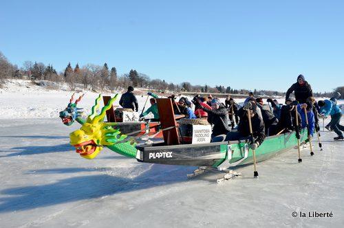 Des équipes du Centre du kayak et du canot du Manitoba ont rodé leurs nouveaux bateaux- dragons, le 18 février, en prévision du Festival de bateaux-dragons sur glace du 25 février. Au moment d'écrire ces lignes, l'évènement de la Manitoba Paddling Association était toujours au programme.