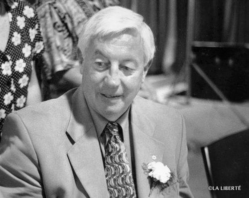 Jean Béliveau à l'aréna de La Broquerie, en 1999.