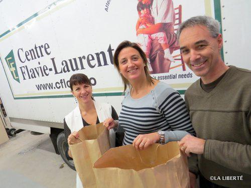 Diane Bilodeau (Caisse Groupe Financier), Sophie Gaulin (La Liberté) et Gilbert Vielfaure (Centre Flavie-Laurent) représentent trois des cinq partenaires (les deux autres : l'Archidiocèse de Saint-Boniface et la Corporation catholique de la santé du Manitoba).