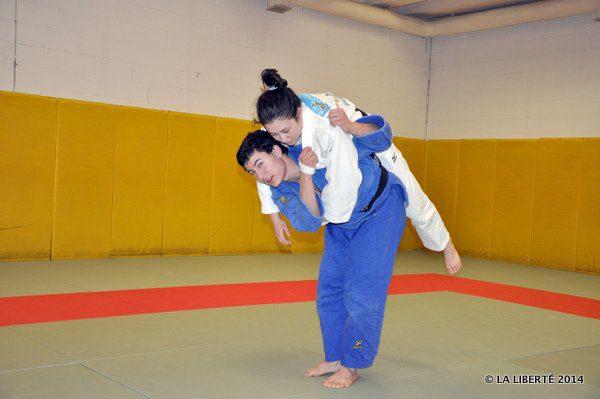 Vincent en plein entraînement, avec sa sœur, France.
