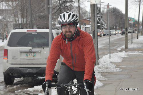 Jonathan Boisvert termine son premier hiver à vélo et affirme que les bienfaits de faire du sport en hiver dépassent grandement les difficultés.