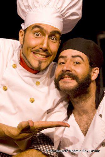 Mathieu Chouinard et Marc-André Charron, créateurs de la pièce Bouffe, vous souhaitent bon appétit.