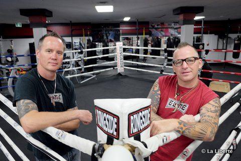L'art de la boxe pour s'en sortir. Voilà le chemin que proposent Kent Brown (à gauche) et Roland Vandal à des jeunes Autochtones en détresse. « Quand le salut passe par le ring » est la quatrième et dernière partie de la série FRAGMENTS DE VIES AUTOCHTONES signée Gavin Boutroy.
