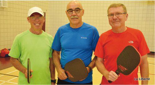 Un rendez-vous pour les 55 et plus. Alphonse Bernard, Louis Allec et Lionel Piché au Centre communautaire Winakwa du Parc Windsor.
