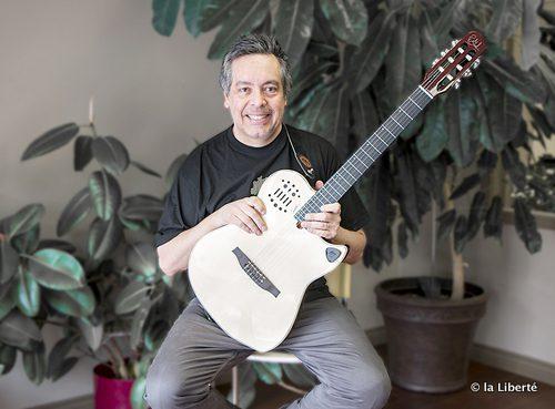Marco Castillo, installé à Winnipeg depuis plus de 10 ans, est né avec une guitare entre les mains.
