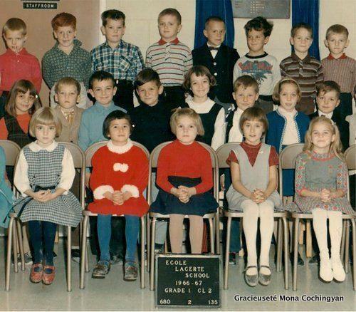 Année scolaire 1966-1967, école Lacerte, Parc Windsor. Une partie de la classe de Mme Guillou. Mona Cochingyan est assise à la première rangée, la deuxième à partir de la gauche.