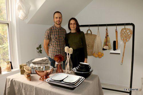 Joël et Danielle Cyr ont lancé il y a deux ans leur boutique en ligne d'accessoires de maison artisanaux, Mûr Lifestyle.