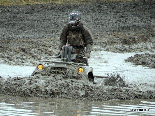 Les participants du 13e Derby VTT de Saint-Jean-Baptiste ont allègrement bravé le temps pluvieux, pour se balader dans la boue.