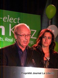 Sam Katz a été réélu maire de Winnipeg pour un troisième mandat, avec 55 % des voix.