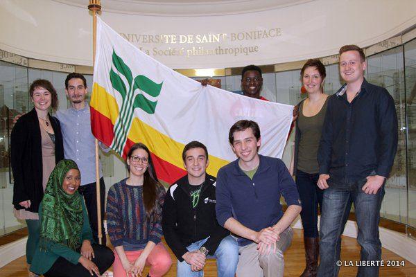 Les jeunes ouvrent le dialogue et la réflexion sur leur crise d'identité comme génération prise entre la lutte linguistique et la conservation des acquis.