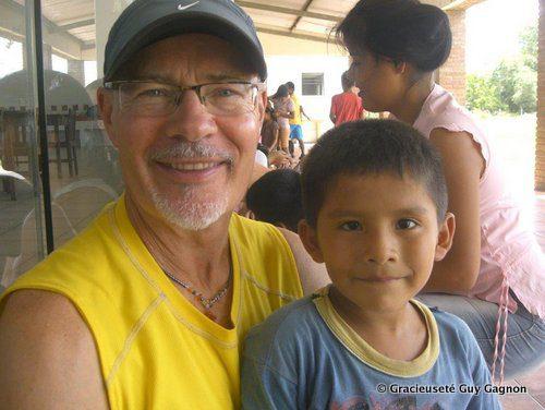 Guy Gagon et le petit Wilson à San Ignacio de Sara.