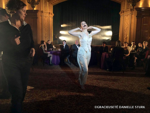 La cinéaste Danielle Sturk et la danseuse Sharon Freddy sur le plateau de tournage du documentaire A Good Madness – The Dance of Rachel Browne.
