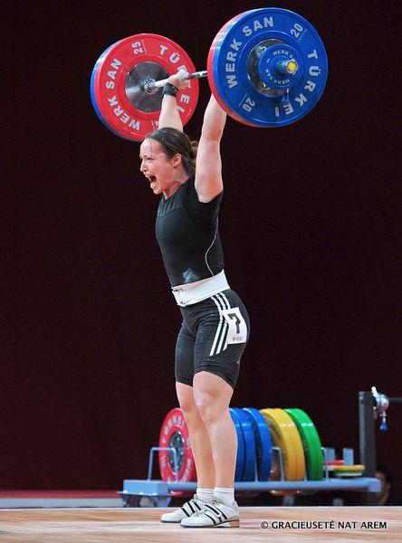 Marie-Josée Ares-Pilon aux Championnats du monde seniors d'haltérophilie, en Pologne.