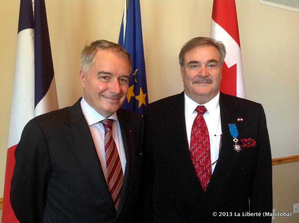 L'ambassadeur de France, Philippe Zeller et le Consul honoraire de France à Winnipeg, Bruno Burnichon.