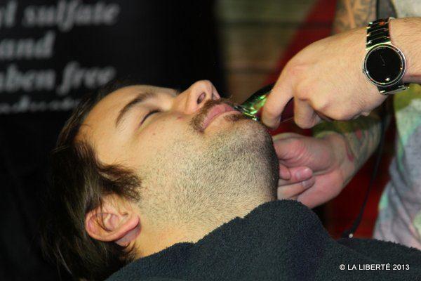 Cinq personnes ont eu droit à un rasage, au Garage Café. Qui aura la plus longue barbe en février?
