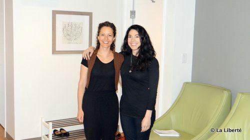 Andrée Lavergne et Gisèle Carrière dans leur tout nouveau cabinet d'ostéopathie boulevard Provencher.