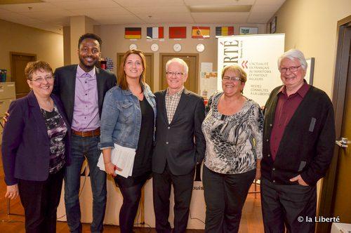 Le Comité de refonte de la SFM s'est entretenu à La Liberté le 9 avril. De droite à gauche : Mona Audet; Raymond Hébert; Diane Leclercq; Sophie Gaulin, la rédactrice en chef de La Liberté; Ben Maréga et Raymond Lafond, le président du Comité de refonte.