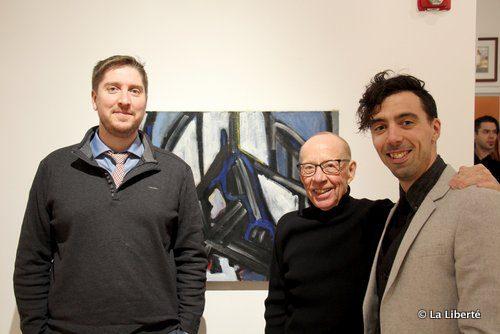 De gauche à droite : Richard Mahé, Roland Mahé et Éric Plamondon devant l'une des oeuvres exposées.