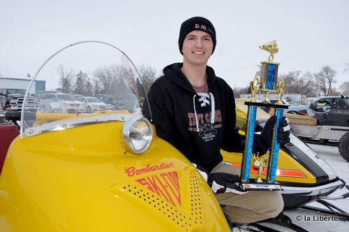 Jesse Moroz : « Quand l'hiver approche, mon père et moi faisons la mise à point des motoneiges. On restaure les anciennes machines seulement pendant l'hiver. L'été, on n'a plus le temps. C'est la saison des VTT. »