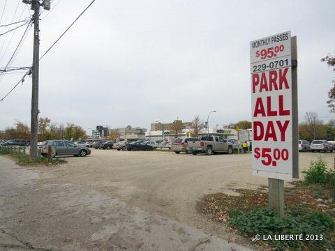 Le futur centre d'accès serait construit sur l'emplacement actuel d'un parc de stationnement, au coin des rues Kenny et Goulet.