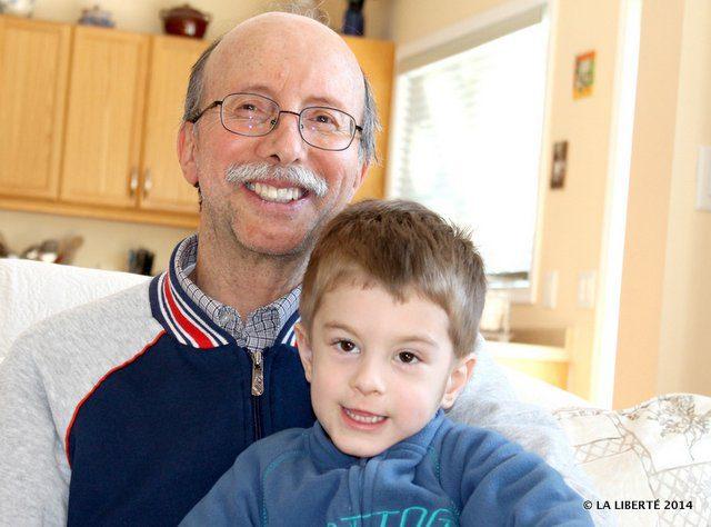 Xavier Pulgar-Vidal sur la photo avec son fils Cédric Pulgar-Vidal espère que les voyages humanitaires continueront mais avec plus de précautions.