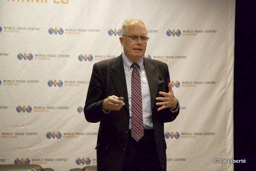 Colin Robertson, spécialiste des relations canado-américaines, estime que le Canada a une occasion unique de se démarquer à l'échelle mondiale. « Il faut bâtir des relations personnelles. Nous pouvons parler la langue des États-Unis. Nous regardons le Superbowl. »