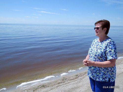 Mona Sedleski contemple un lac Manitoba calme. « Ce n'est qu'une situation provisoire. »