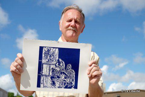 Gary Tessier, en compagnie Des Vieux Loups, une des deux oeuvres qu'il a envoyées à la ville québécoise de Rivière-Rouge dans le cadre d'une exposition qui cherche à faire rêver pour stimuler des liens entre les artistes des deux lieux homonymes.