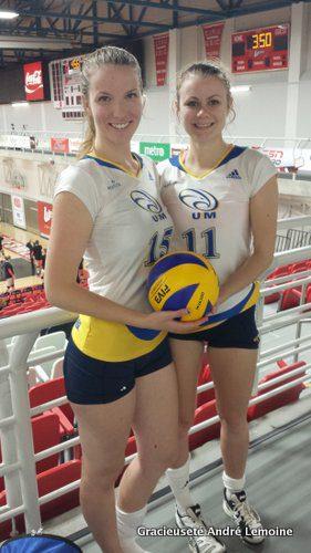 Alyssa Turenne et Rachelle Lemoine, des Aigles Bleus de l'Université de Moncton, étaient de passage à Winnipeg, le 30 septembre et le 1er octobre, pour participer à des matchs de volley-ball hors concours.